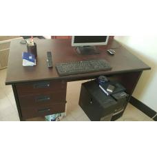 طاولة مكتب مع ادراج